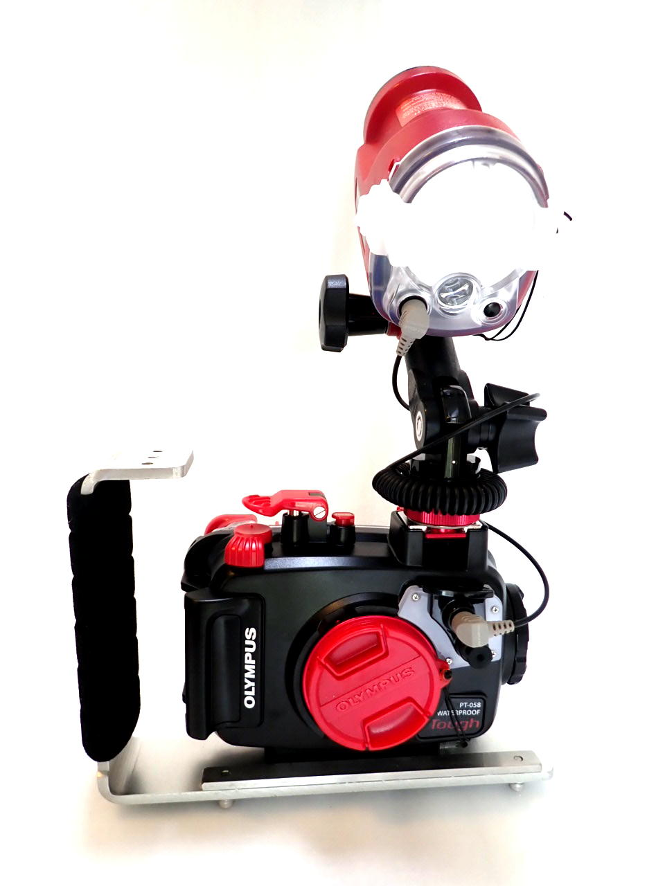 オリンパス TG-5 + PT-058(TG-5用防水プロテクター) + MPBK-03(バランスウエイト兼ねた片手グリップ)+ UFL-3フラッシュ(1灯)